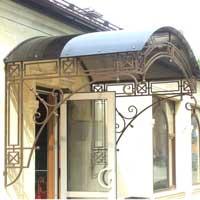 Козырек с ковкой в стиле модерн над входом в магазин, арт.: КО-20