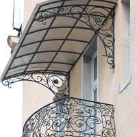Кованый навес над балкон